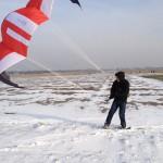 Oli testet sein Snowskate mit meinem NST 1 4qm